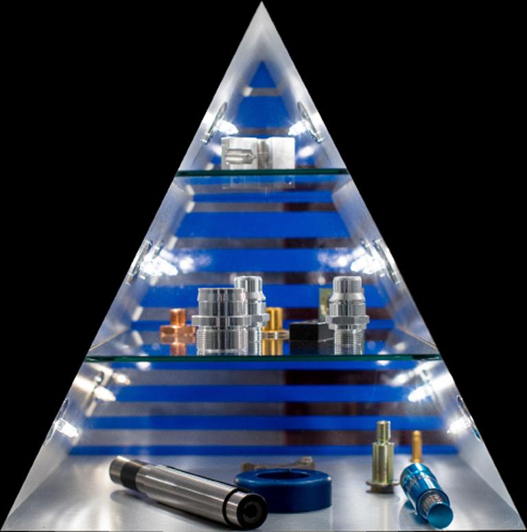 Produkte werden in einem Dreieck präsentiert